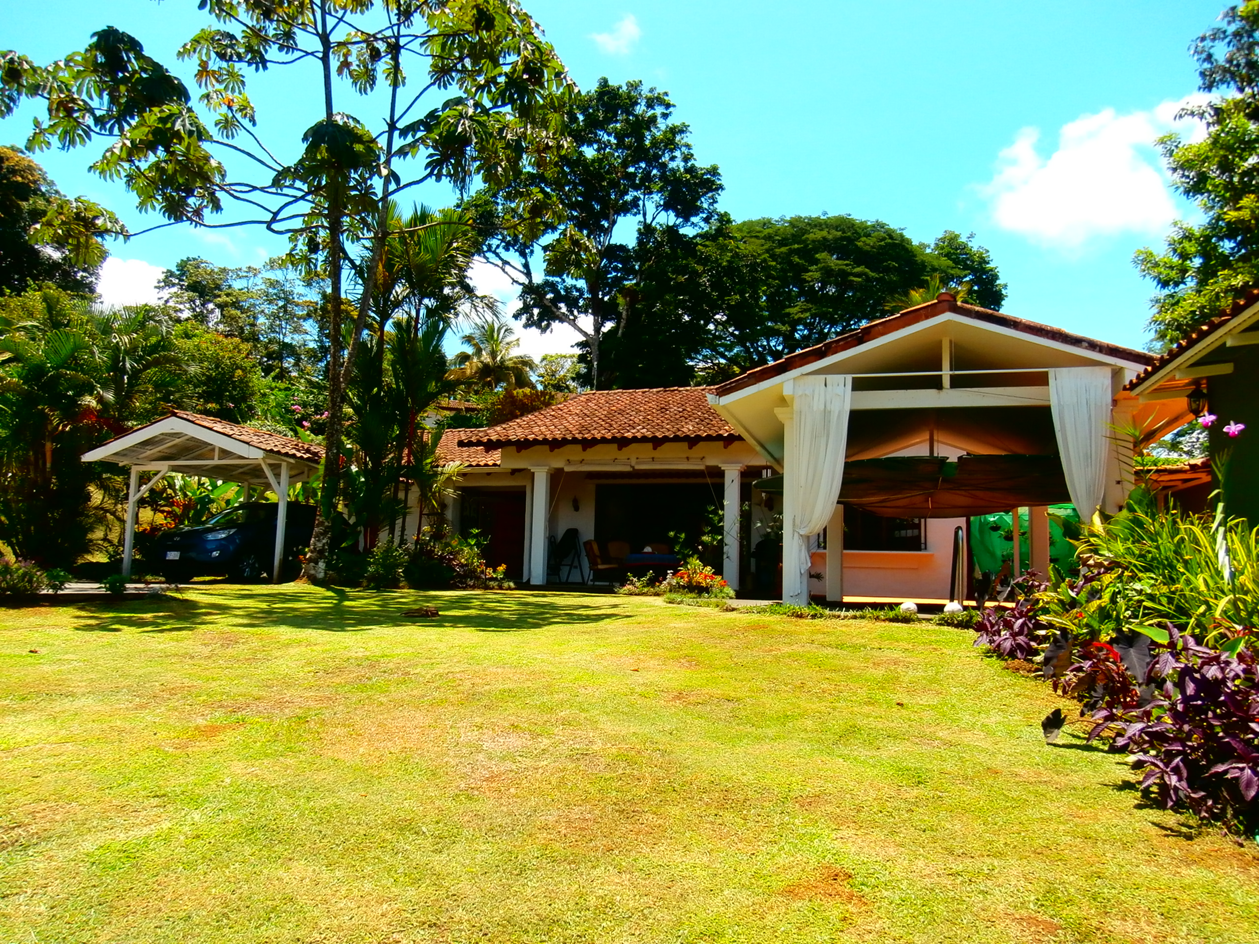 Paradisiacal Lake Front Home In Best Gated Community
