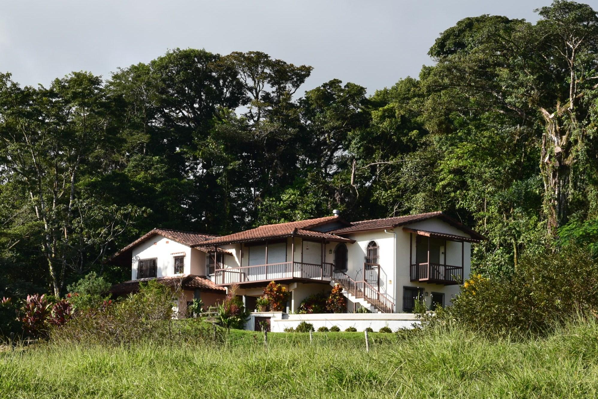 Prime lake arenal costa rica commercial real estate properties for Case in stile ranch hacienda